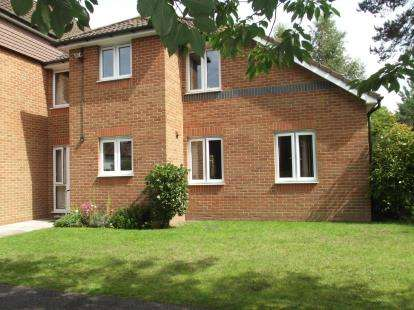 2 Bedrooms Flat for sale in Beaulieu Road, Dibden, Southampton