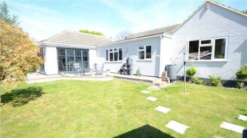 4 Bedrooms Bungalow for sale in College Town, Sandhurst, Berkshire