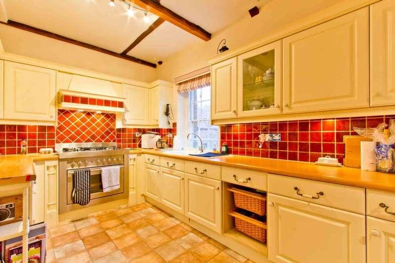 3 Bedrooms Maisonette Flat for sale in London Street, Swaffham