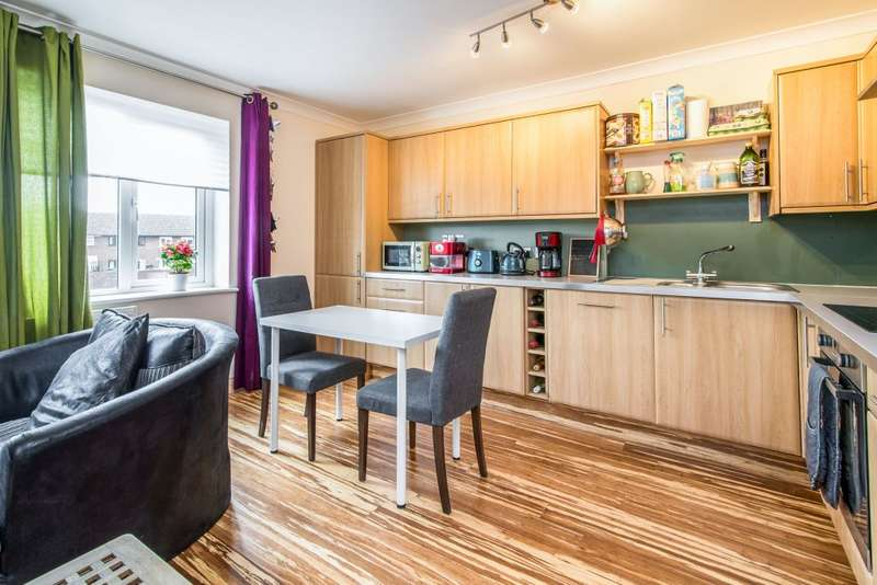 2 Bedrooms Flat for sale in Winchester Road, Four Marks, Alton, Hampshire GU34