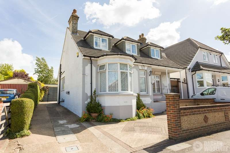 4 Bedrooms Detached House for sale in Brompton Farm Road, Strood, Rochester, Kent, ME2