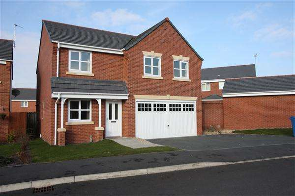 4 Bedrooms Detached House for sale in Gorse Close, Ruabon