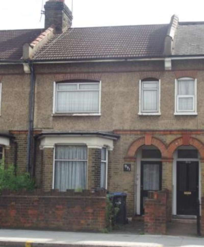 2 Bedrooms Terraced House for sale in Hertford Road, Waltham Cross, Hertfordshire, EN8 7RR