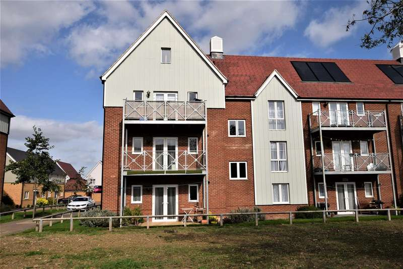2 Bedrooms Apartment Flat for sale in Cooper House, Woodside Close, Grays