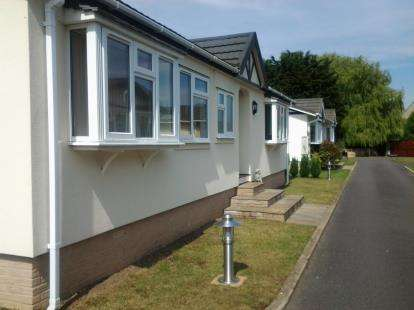2 Bedrooms Mobile Home for sale in Padnal, Littleport, Ely