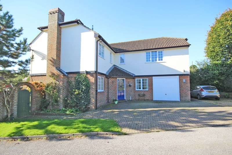 5 Bedrooms Detached House for sale in Jaundrells Close, New Milton