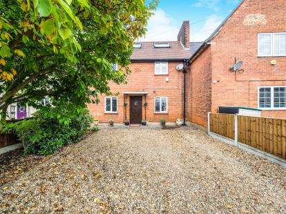 4 Bedrooms Terraced House for sale in Woodford, Green, Essex