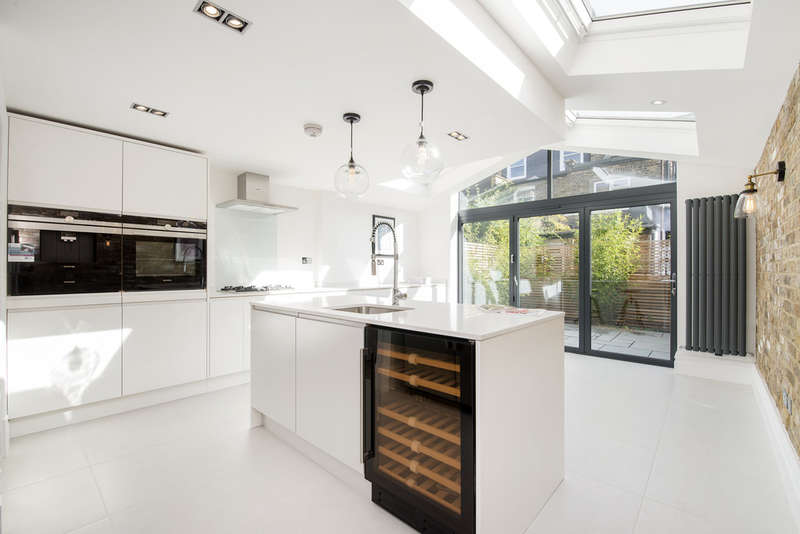 4 Bedrooms Terraced House for sale in Hiley Road, Kensal Green NW10