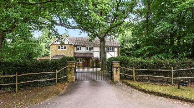 4 Bedrooms Detached House for sale in Binton Lane, Seale, Farnham