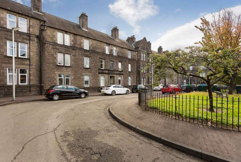 3 Bedrooms Flat for sale in Morgan Place, Dundee, DD4 6NA