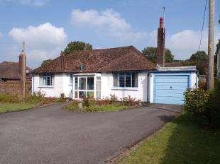 3 Bedrooms Bungalow for sale in Nightingale Lane, Storrington, Pulborough, West Sussex