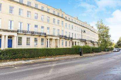 1 Bedroom Flat for sale in Lansdown Crescent, Cheltenham, Gloucestershire