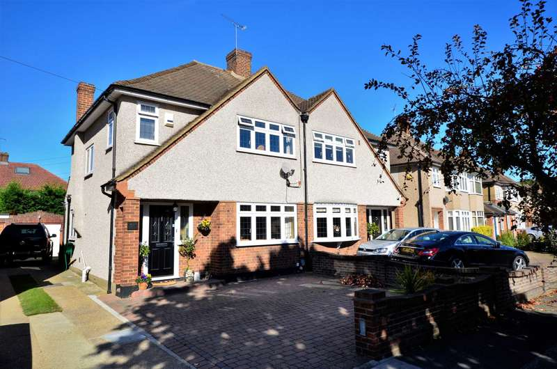 3 Bedrooms Semi Detached House for sale in Fleet Avenue, Upminster