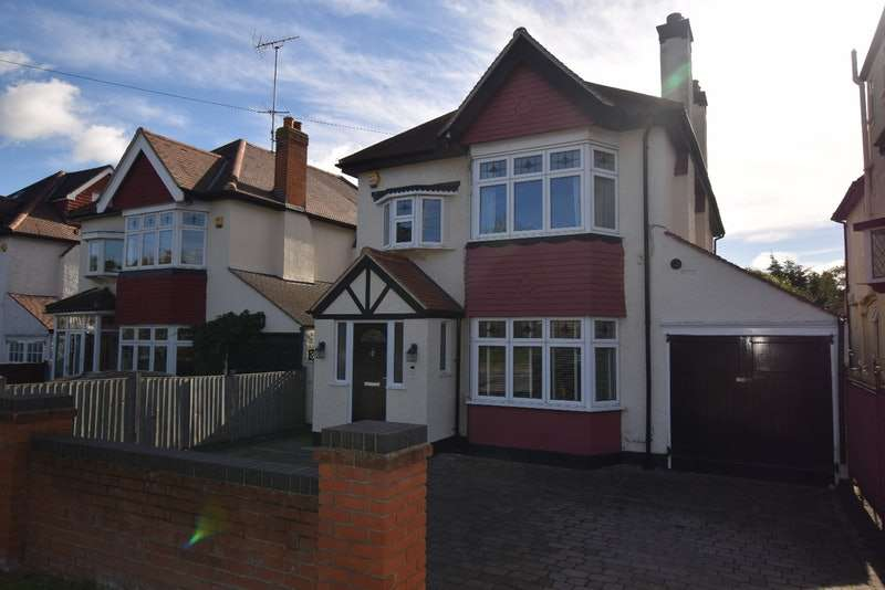4 Bedrooms Detached House for sale in Rayleigh Road, Hutton Brentwood, Essex, CM13
