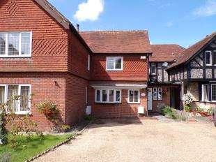 2 Bedrooms Retirement Property for sale in Eastbrook Court Cottages, Manleys Hill, Storrington, Pulborough