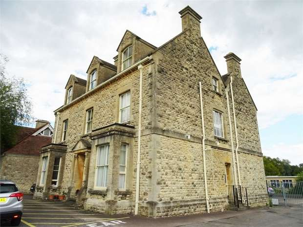 1 Bedroom Flat for sale in 97 Victoria Road, Cirencester, Gloucestershire