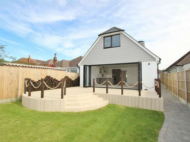 4 Bedrooms Detached Bungalow for sale in Somerby Road, Oakdale, POOLE, Dorset