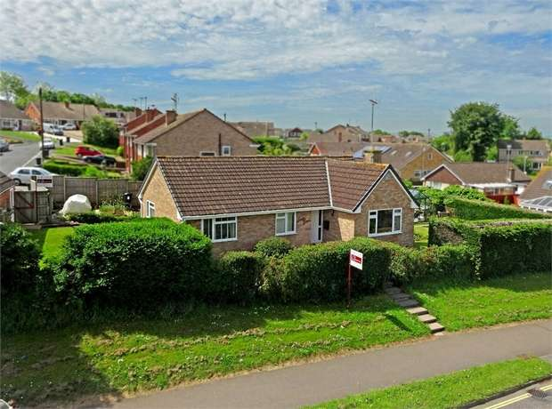 3 Bedrooms Detached Bungalow for sale in Sidmouth Road, Broadfields, EXETER, Devon