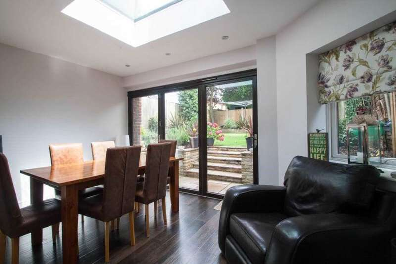 4 Bedrooms Detached House for sale in Burntwood, Brentwood