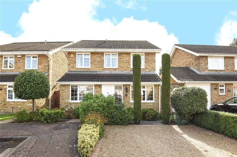 4 Bedrooms Detached House for sale in Squirrels Close, Hillingdon, Middlesex, UB10
