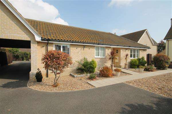 3 Bedrooms Bungalow for sale in Harpers Way, Clacton on Sea