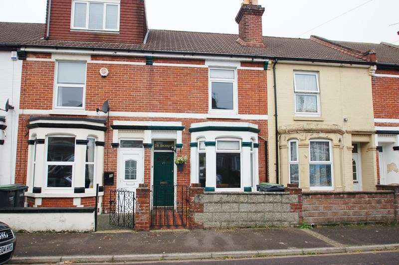 2 Bedrooms Terraced House for sale in Blake Road, Gosport