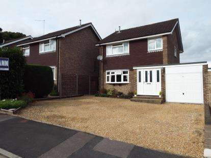 3 Bedrooms Detached House for sale in Lovedean, Waterlooville, Hampshire