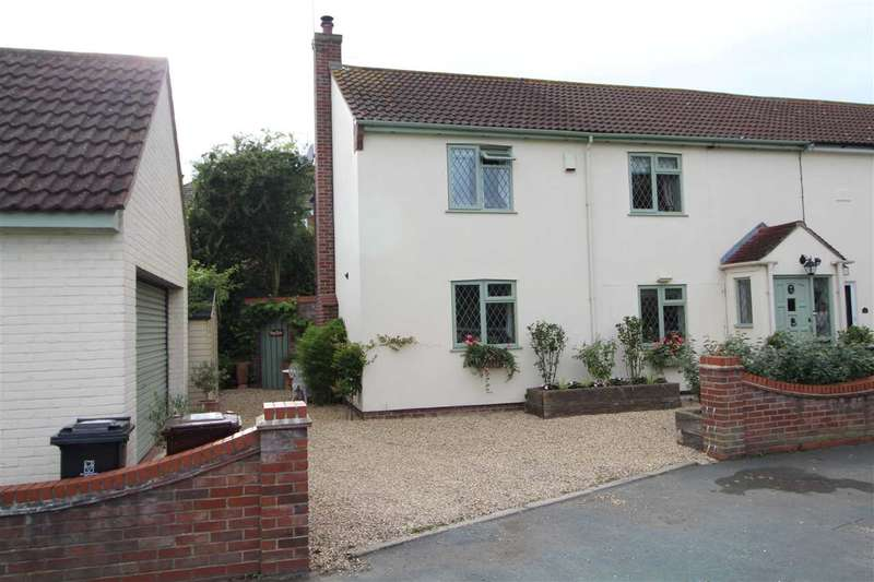 3 Bedrooms Semi Detached House for sale in Rowhedge Road, Colchester