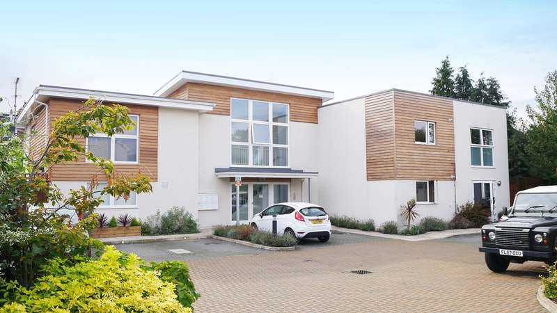 1 Bedroom Flat for sale in Burcham Close, Hampton, Middlesex, TW12