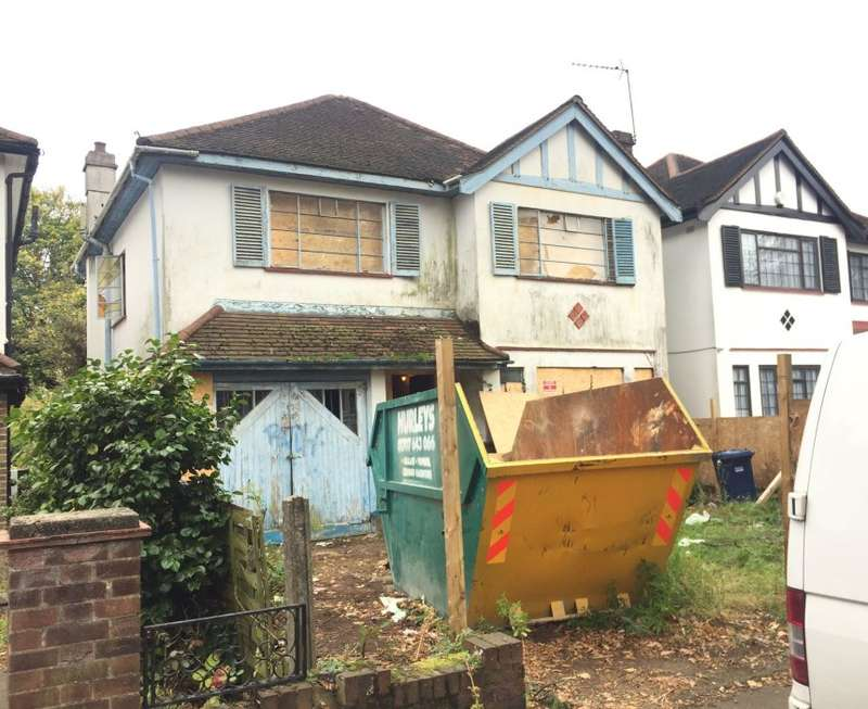 4 Bedrooms Detached House for sale in Chase Side, Southgate, London, N14 5HE