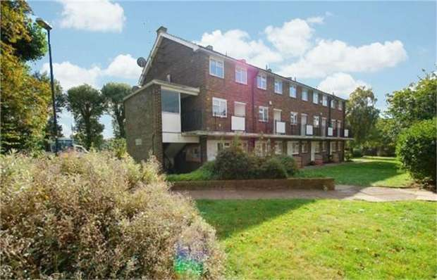 2 Bedrooms Flat for sale in Ellerslie Gardens, London