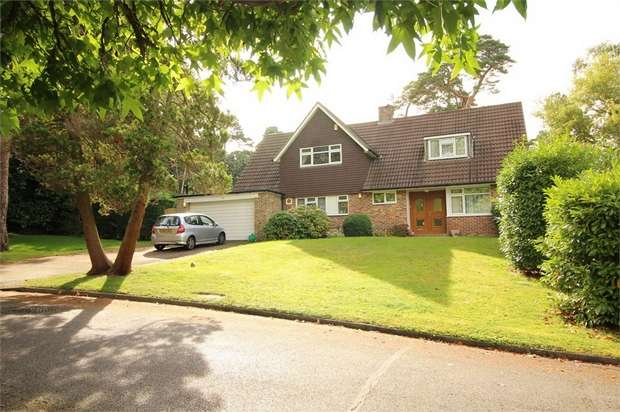 4 Bedrooms Detached House for sale in Sprucedale Gardens, Shirley Hills, Croydon, Surrey