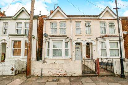 3 Bedrooms Semi Detached House for sale in Preston Road, Preston Road, Bedford, Bedfordshire