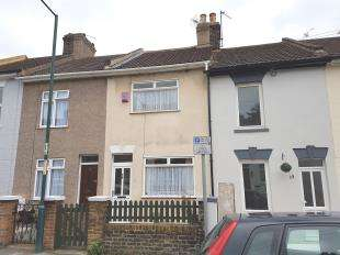 2 Bedrooms Terraced House for sale in Bowes Road, Strood, Rochester, Kent