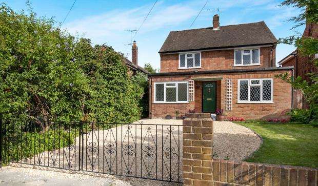 4 Bedrooms Detached House for sale in Effingham, Leatherhead, Surrey