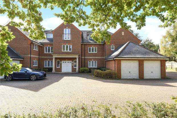 2 Bedrooms Apartment Flat for sale in Bearsden Court, Charters Road, Sunningdale
