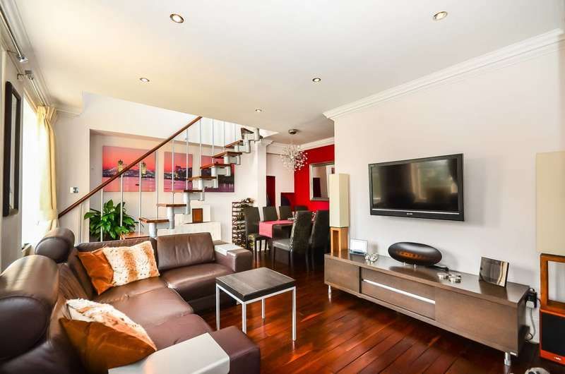 3 Bedrooms Flat for rent in Brook House, Clapham Common South Side, SW4