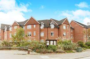2 Bedrooms Retirement Property for sale in Hillcroft Court, Chaldon Road, Caterham, Surrey