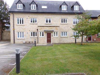 2 Bedrooms Flat for sale in Brackley House, High Street, Brackley, Northamptonshire