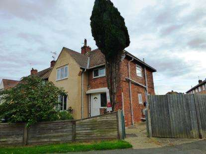 3 Bedrooms End Of Terrace House for sale in Sandbeck Avenue, Skegness, Lincolnshire