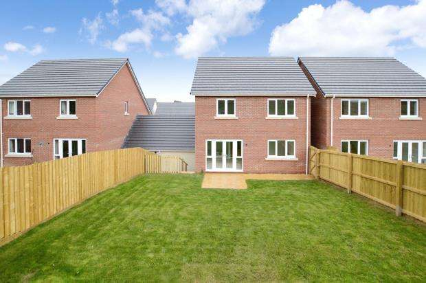 4 Bedrooms Link Detached House for sale in Saxon Way, Kingsteignton, Newton Abbot, Devon