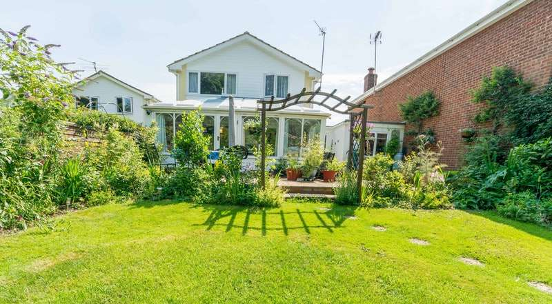 4 Bedrooms Link Detached House for sale in Frithmead Close, Basingstoke, Hampshire, RG21