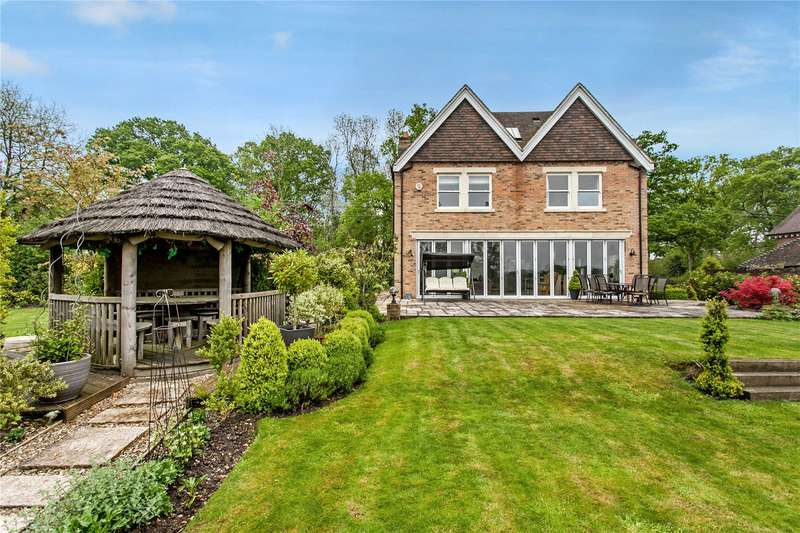 5 Bedrooms Detached House for sale in Upham Street, Upham, Hampshire, SO32