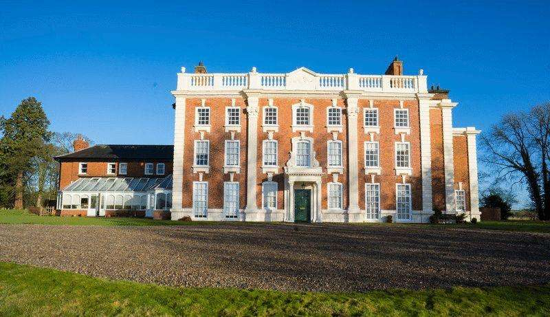 2 Bedrooms Apartment Flat for sale in Pickhill Hall, Cross Lanes, Wrexham