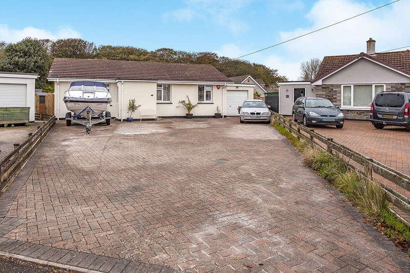 3 Bedrooms Detached Bungalow for sale in Alexandra Close, Illogan, Redruth, TR16