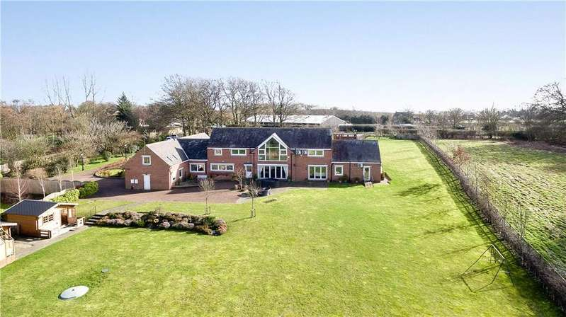 5 Bedrooms Detached House for sale in Tarn Lane, Wike, Leeds, West Yorkshire, LS17