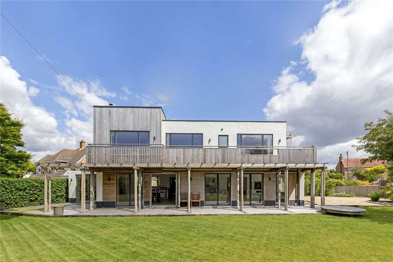 4 Bedrooms Detached House for sale in Haven Crescent, Hill Head, Hampshire, PO14