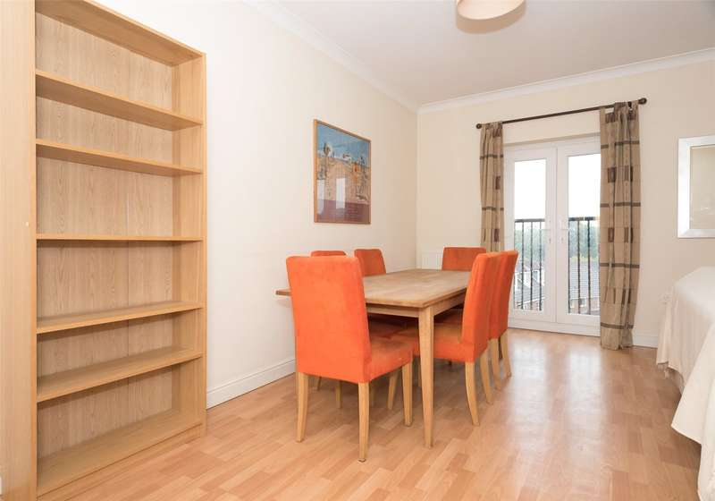 2 Bedrooms Flat for sale in Stoneleigh Court, Leeds, West Yorkshire, LS17
