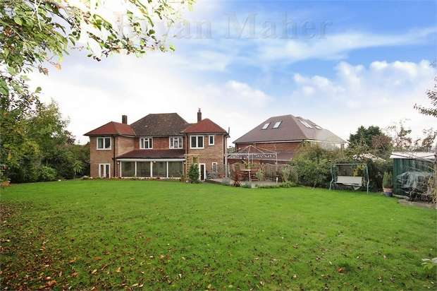 5 Bedrooms Detached House for sale in Swinton Close, WEMBLEY PARK