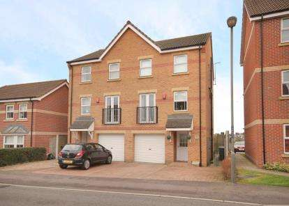 3 Bedrooms Town House for sale in Stubley Drive, Dronfield Woodhouse, Dronfield, Derbyshire